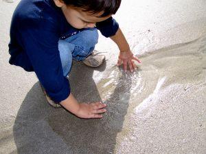 1075438_hands_in_water