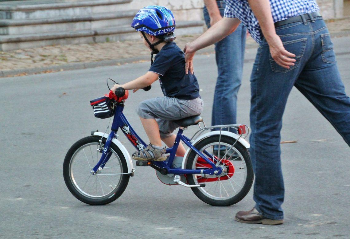 Tipps für Eltern: Mit Kindern Fahrrad fahren lernen | Muttis
