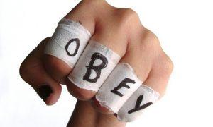 Überforderte Eltern: strafen oder helfen?