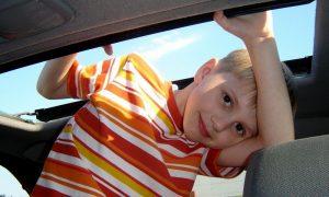 Reisen mit Kind: Das hilft gegen Reisekrankheit