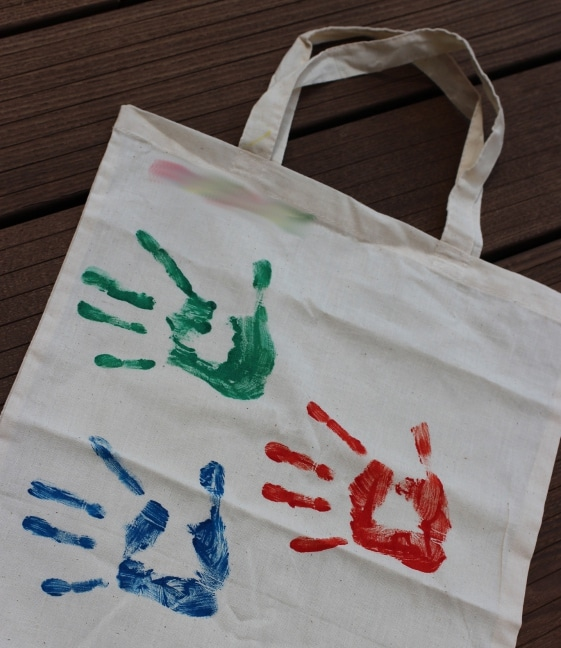Handtasche: Einkaufstasche mit Handabdrücken