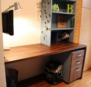 braucht ein schulanf nger einen eigenen schreibtisch. Black Bedroom Furniture Sets. Home Design Ideas