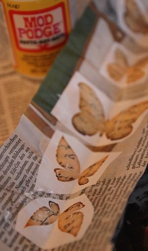 Schmetterlinge auf Papier gekleistert