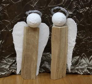 Engel aus Holzscheiten: Selbstgemachtes Weihnachtsgeschenk – kinderleicht!