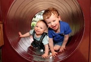 Typisch Jungs: 12 Fakten über das Leben mit Sohn