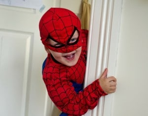 Wir sind Helden! Aber erziehen wir unsere Kinder zu Warmduschern?