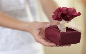 No-go Geschenke: so tappt ihr garantiert ins Fettnäpfchen