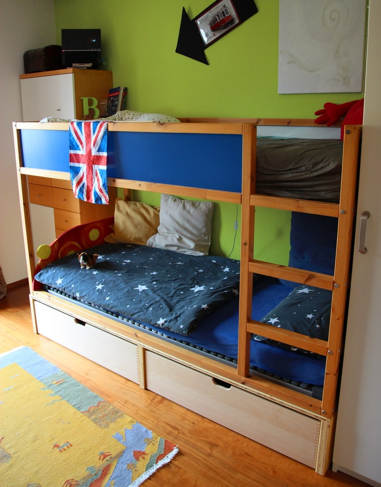 chaosfreies kinder und jugendzimmer ikea kura hack. Black Bedroom Furniture Sets. Home Design Ideas