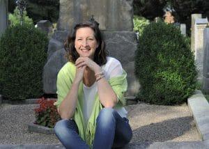 Kinder sollten bei Trauerfeiern unbedingt dabei sein! Interview mit einer Trauerrednerin