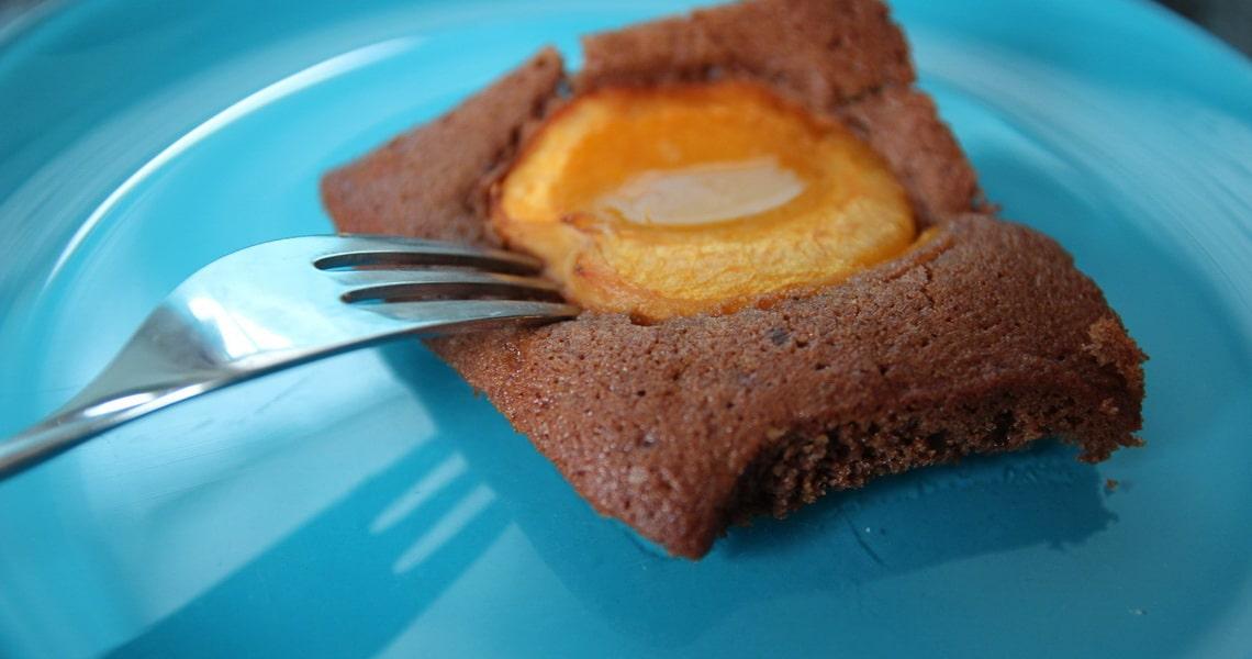 Marillenblechkuchen mit Schokolade, Aprikosenblechkuchen mit Schokoteig