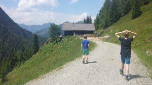 Wandern mit Kind: 10 unkonventionelle Survival-Tipps + Routen-Empfehlung