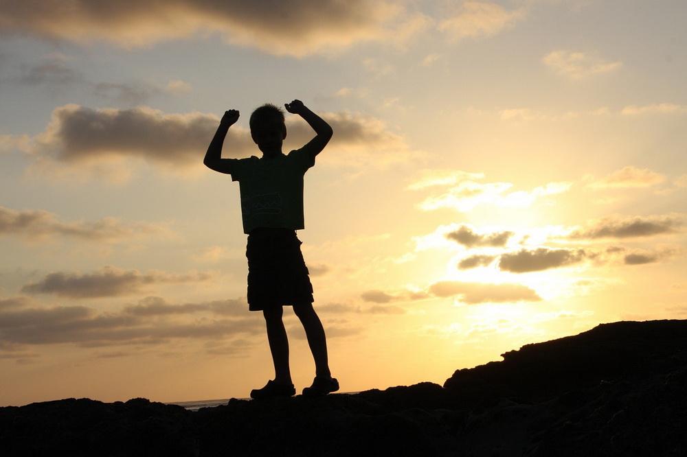 Power-Posing für Kinder: Mit Körpersprache zu mehr Selbstwertgefühl