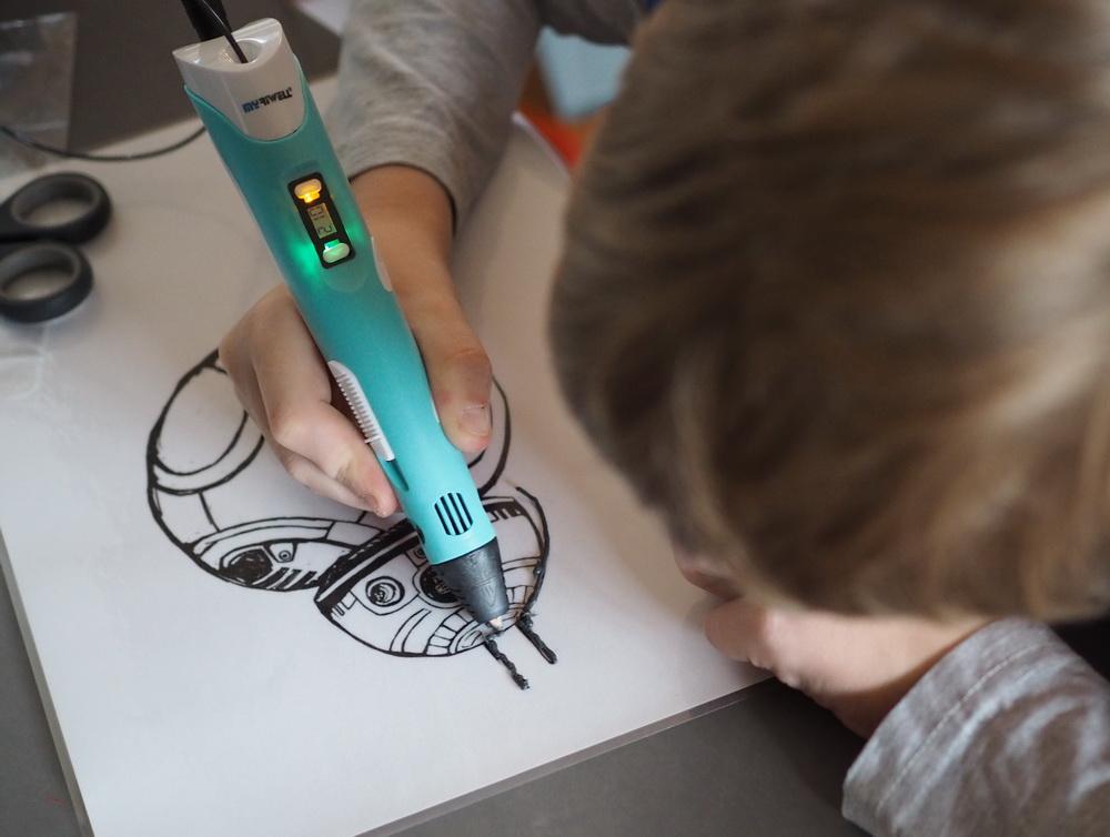 Basteln mit Kindern: DIY Weihnachtsdeko mit dem 3D-Zeichenstift.