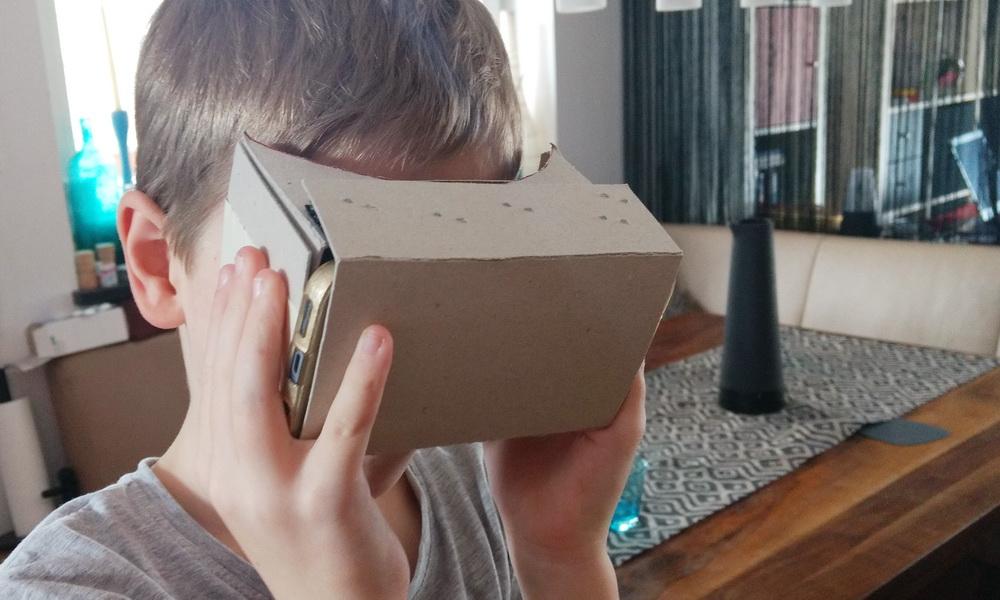 DIY mit Kind: VR-Brille basteln und in eigene Zeichnungen 3D eintauchen