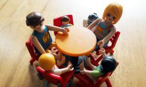 Harmonie in der Familie: Die Rolle der richtigen Sitzordnung bei Tisch