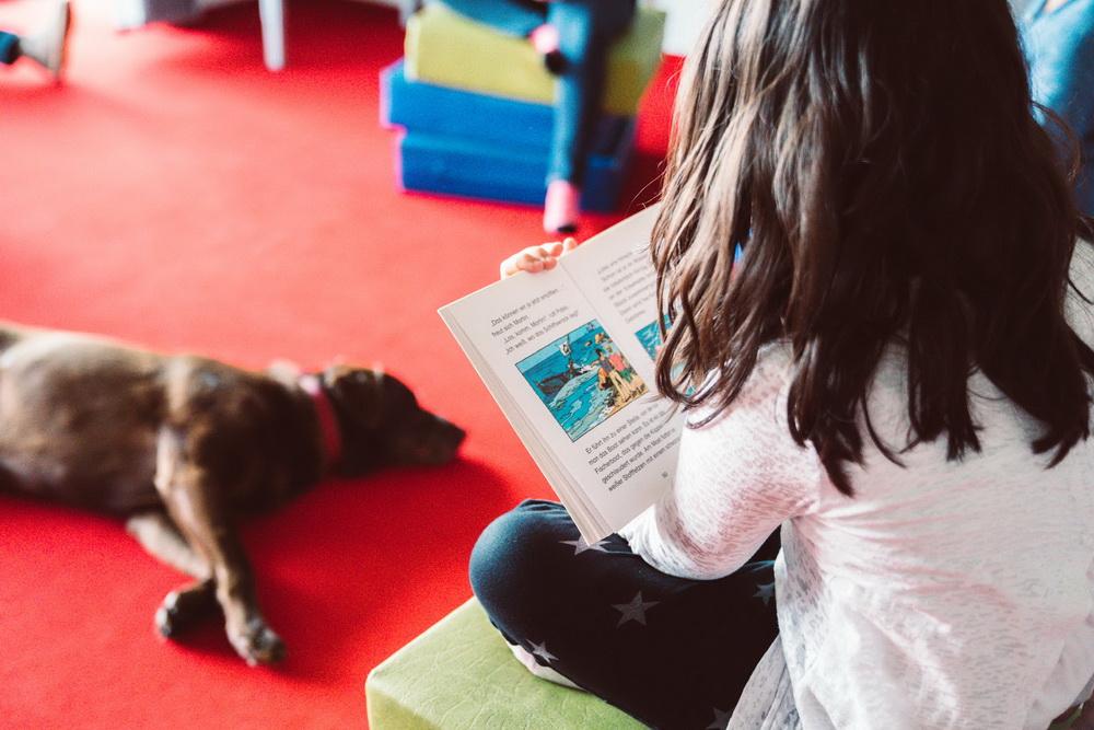 Lesen ist WAU: Wenn Kinder Hunden vorlesen