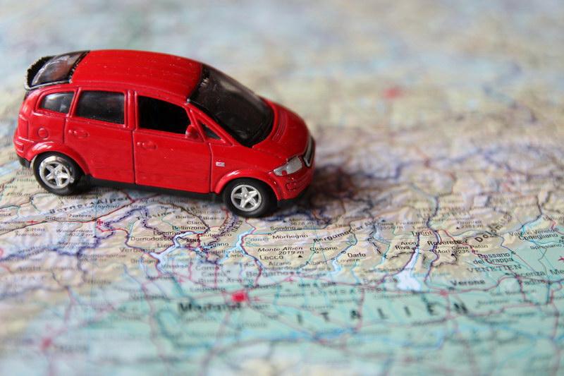 Autofahren mit zwei Kindern: Damit ist Ruhe auf der Rückbank