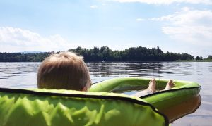 6 Must-haves für einen relaxten Sommer mit Kind