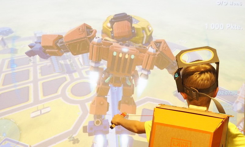 Der Spielkonsolen-Kompromiss: Karton macht kleinen Gamern Beine