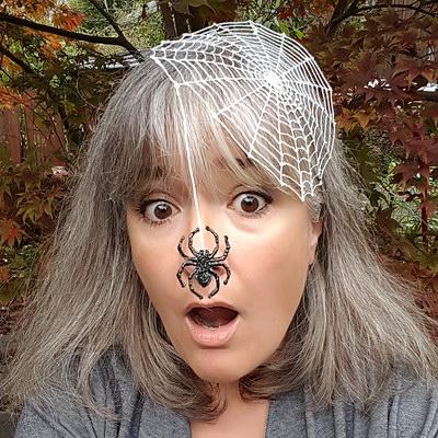 DIY Halloween-Verkleidung mit dem 3D-Stift: Spinnennetz im Haar mit Wackel-Spinne