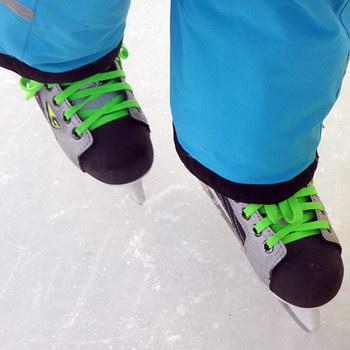 Winter mit Kind: Eislaufen