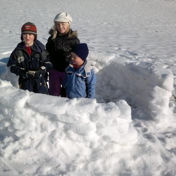 Winter mit Kind: Iglu bauen