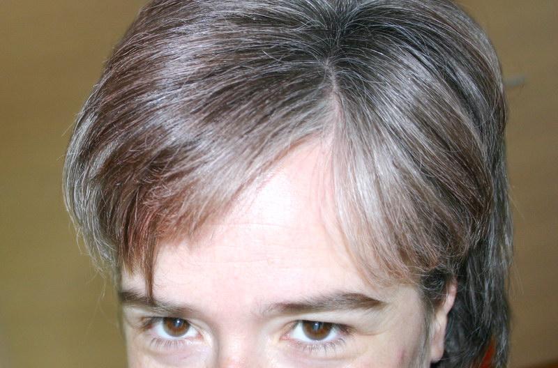 Grau Bild: Graue Haare Rauswachsen Lassen Strahnen