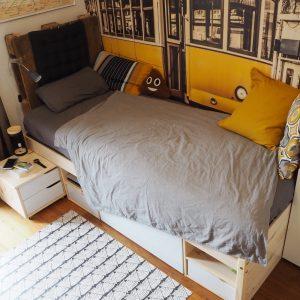 Must-haves für das Jugendzimmer: Jugendzimmer Ideen in senfgelb, mit Statement-Tapete und sinnvollen Gadgets