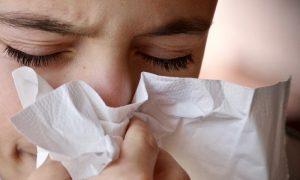 Nase putzen lernen: Ist Nase hochziehen schädlich?