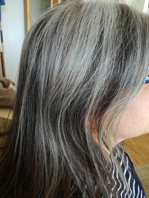 Graue Haare: Die Transformation einer lieben Leserin von Muttis Nähkästchen