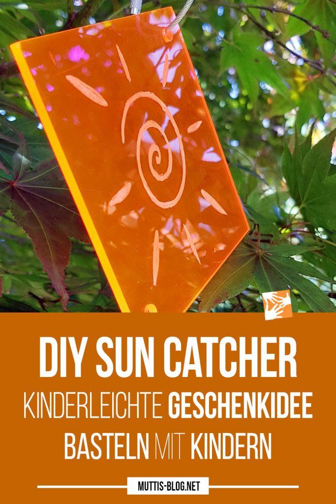 DIY Sun Catcher: Selbstgemachter Sonnenfänger aus fluoreszierendem Plexiglas, Basteln mit Kindern, kinderleichte Geschenkidee
