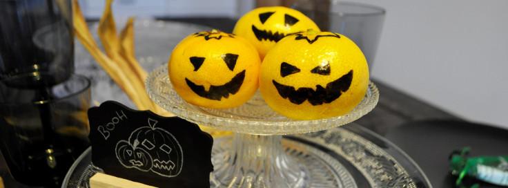 Kürbis-Mandarine für Halloween