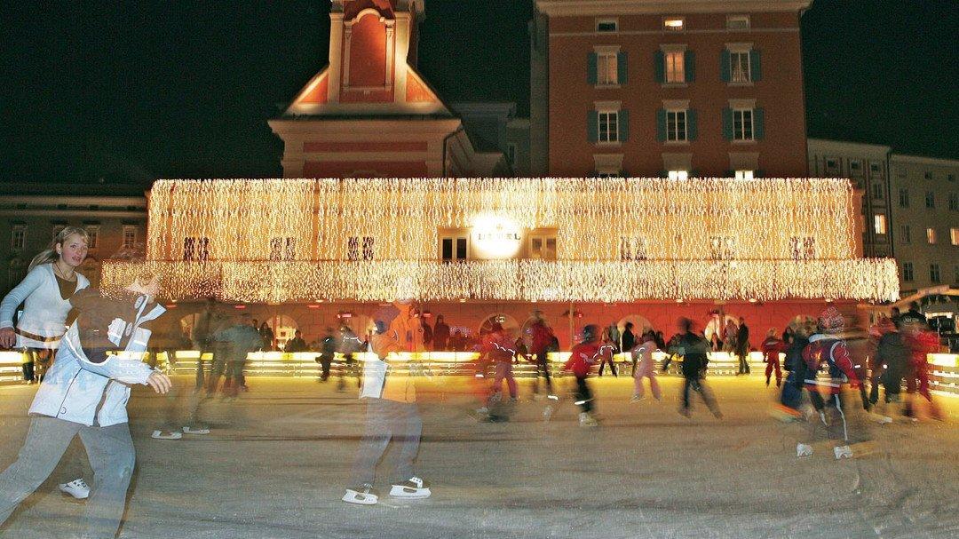 Advent mit Kind in Salzburg: Eislaufen am Mozartplatz