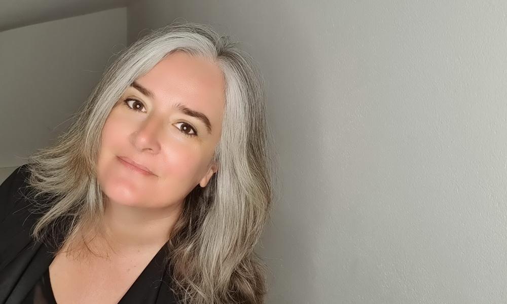 Graue Haare: 7 überraschende Erfahrungen, wenn frau aufhört die Haare zu färben