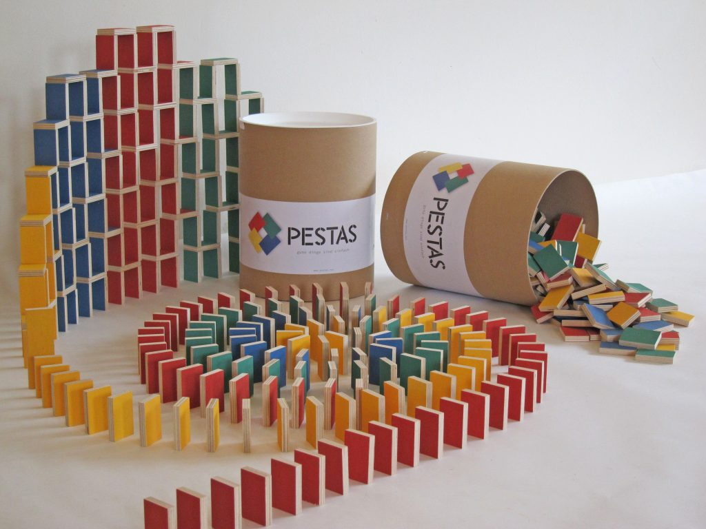 Nachhaltige Geschenkidee für Kinder: Pestas Dominosteine