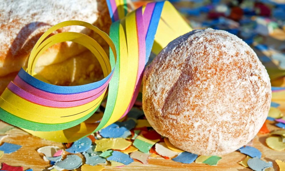 Fasching zuhause: 8 Tipps für eine lustige Feier ohne Gäste