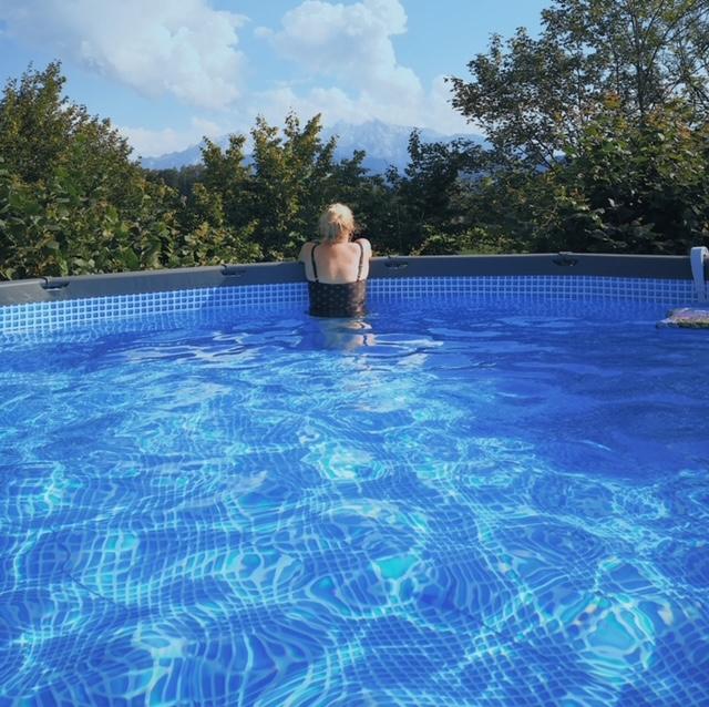Pool im Familiengarten