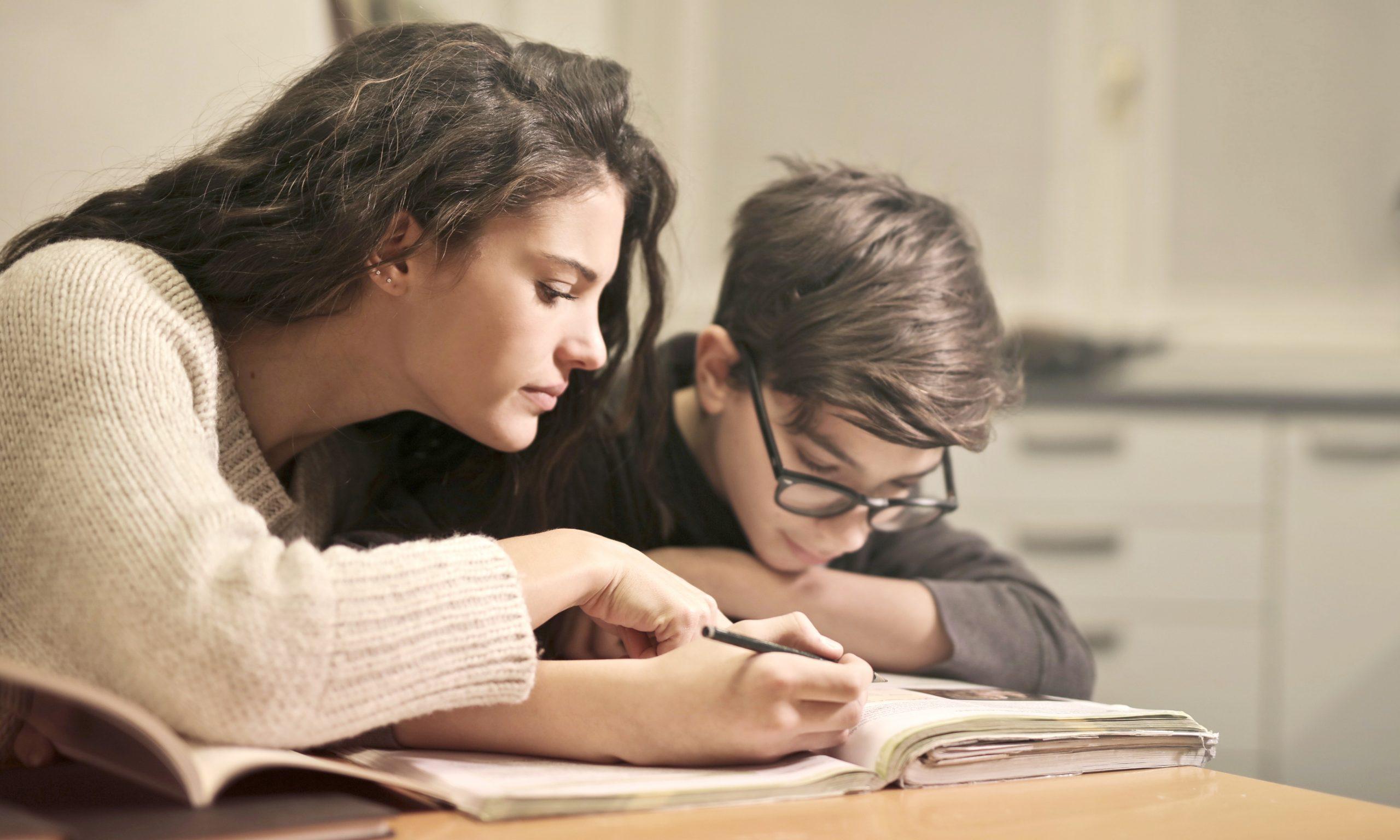 Vorsicht Eltern! Hausaufgaben kontrollieren schadet!